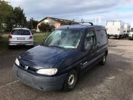 closed box lcv < 7.5 t Peugeot Partner 1999
