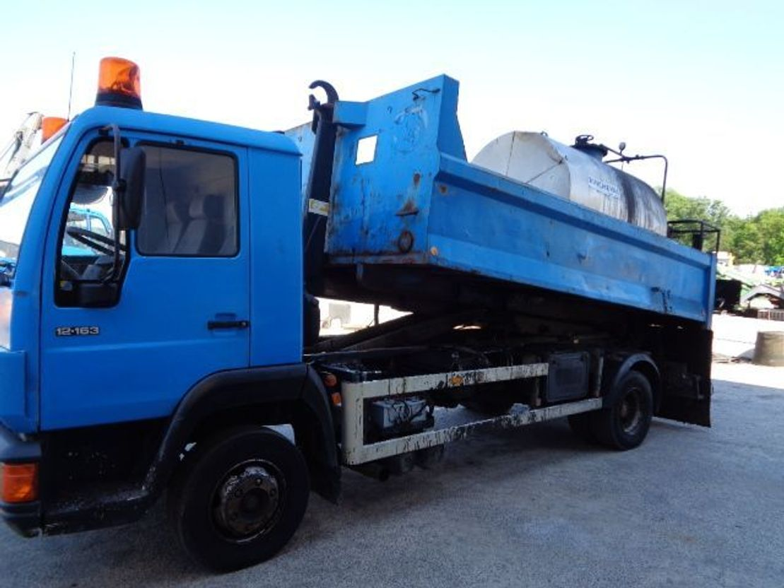 container truck MAN 12.163 Hookarm and Bitumen Truck 2000