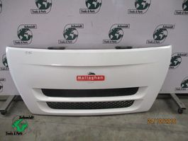 Cab part truck part Iveco 504258202 voor grille euro cargo