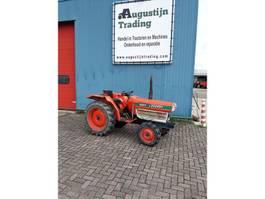 farm tractor Kubota L2202DT 1982