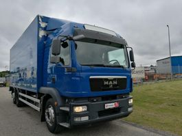 camión de caja cerrada > 7.5 t MAN TGM 26-340 LL 2012