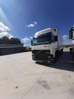 closed box trailer Volvo FH 380 2001