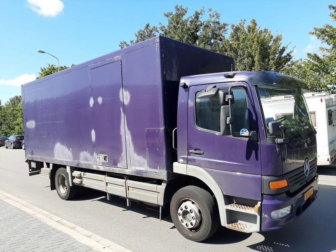 closed box truck > 7.5 t Mercedes Benz atego 1218 2001