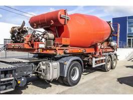 concrete mixer semi trailer Liebherr LIEBHERR BETON MIXER 12 M3+ Hulpmotor 2009