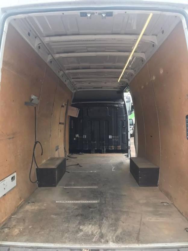closed box truck > 7.5 t Iveco 35S18 2011