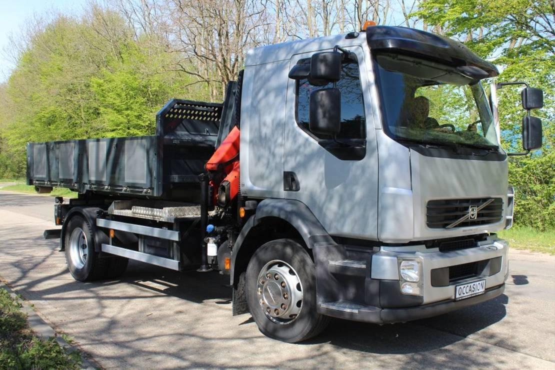 container truck Volvo FL 250 HAAKARM CONTAINER SYSTEEM MET PALFINGERN KRAAN EN CONTAINER 2010