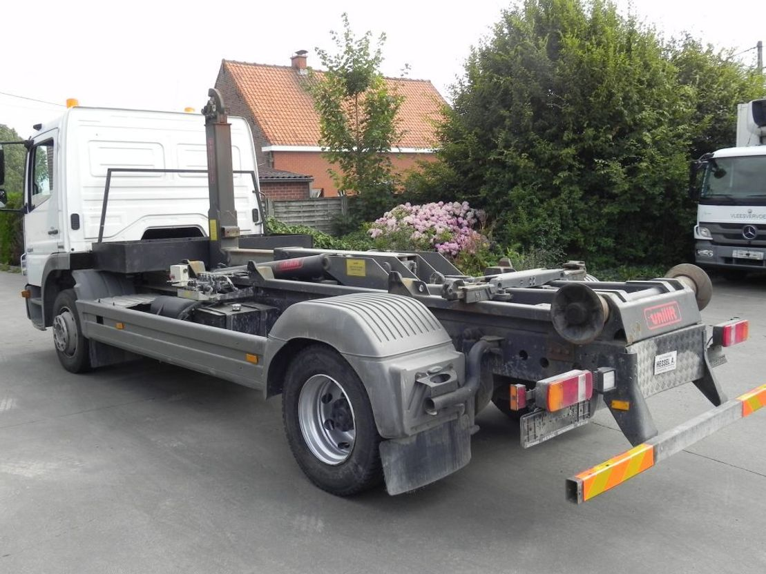 container truck Mercedes-Benz Atego 1324 L met containersysteem 2007