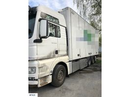 closed box truck > 7.5 t MAN TGX26.540 box truck w/ lift 2013
