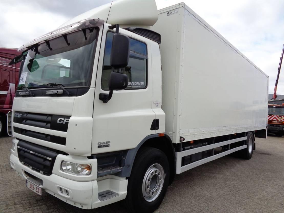 closed box truck > 7.5 t DAF CF 65.250 + Manual + Lift 2008