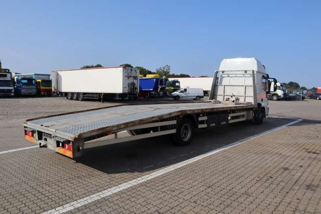 closed box truck > 7.5 t Iveco 120E22 4X2  med Knæklad 2016