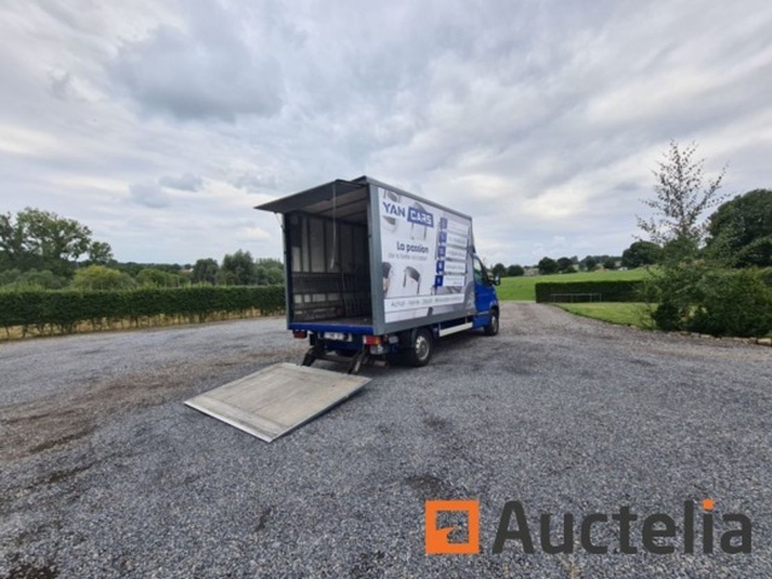 closed box truck > 7.5 t Renault Master 2009