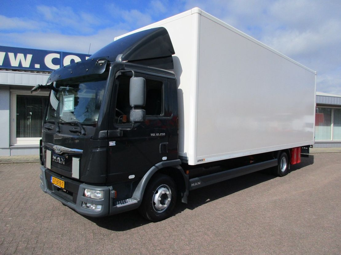 closed box truck > 7.5 t MAN TGL 12.250 4x2 Gesloten bak met klep Euro 6 2015