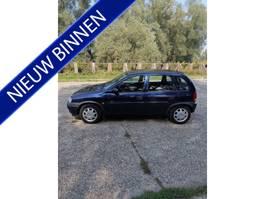 hatchback car Opel Corsa 1.2i-16V CDX LAGE KM-STAND!! 1999