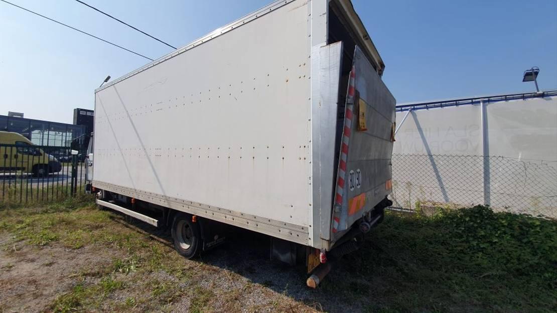 closed box truck > 7.5 t Renault M150 1999