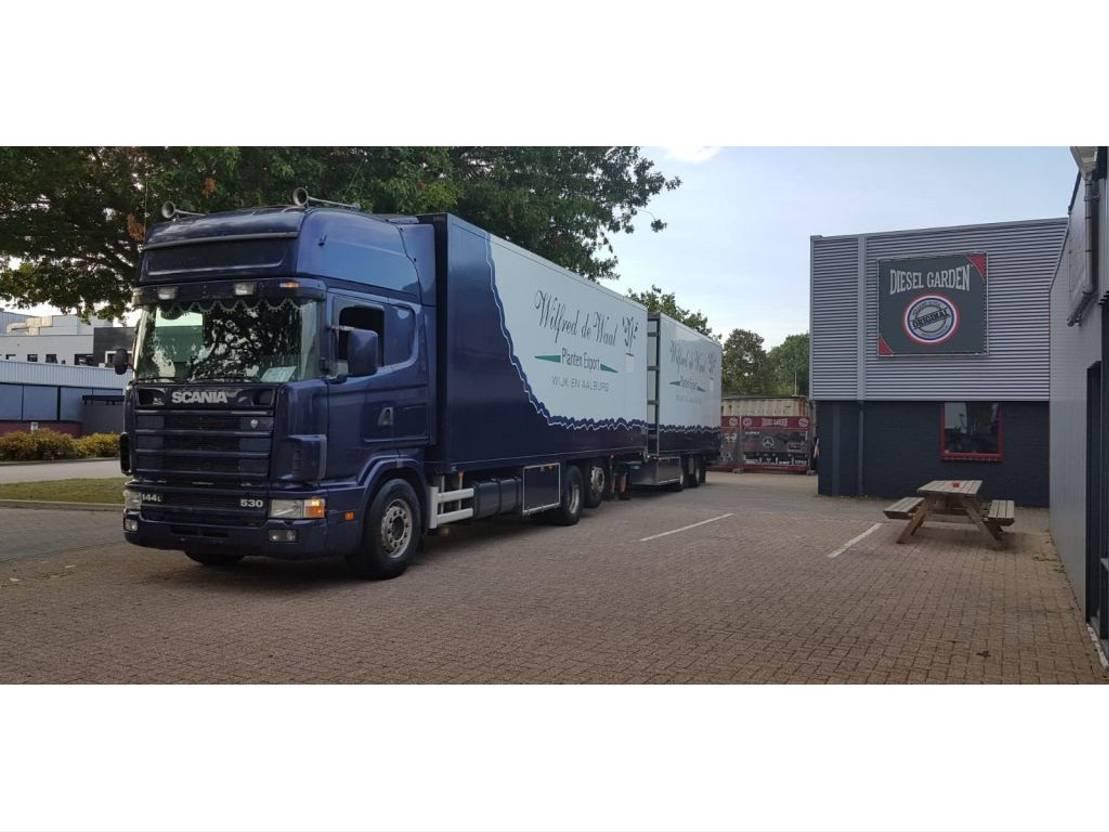 closed box truck > 7.5 t Scania Scania 144-530 + aanhanger bloemen auto voor auto motor cross 1999