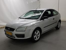 voiture à hayon Ford Focus 1.4-16V Trend airco 5 drs 2006
