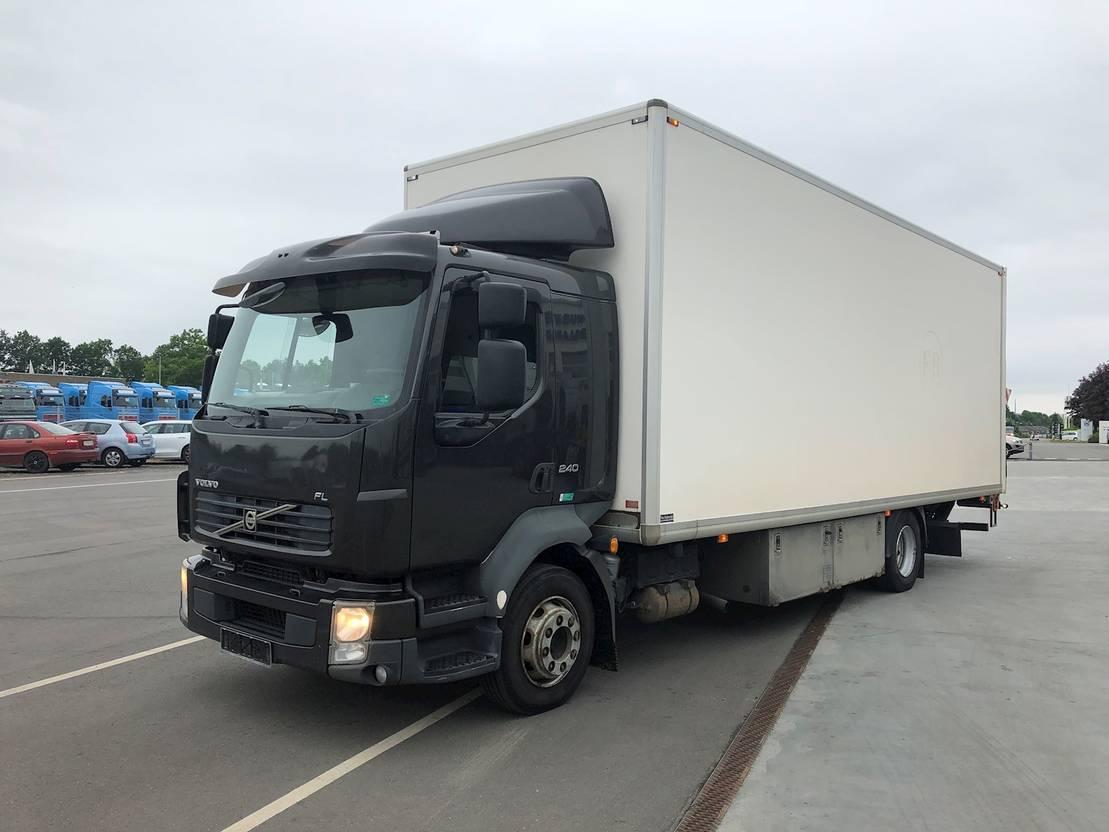 closed box truck > 7.5 t Volvo FL240 2011