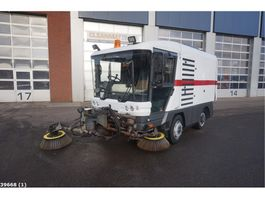 Road sweeper truck Ravo 540 with 3-rd brush 2010
