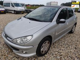 hatchback car Peugeot 206 1.4 One-line 5 deurs AIRCO 2006