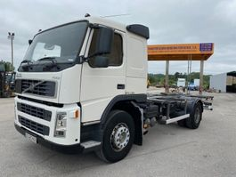 chassis cab truck Volvo FM9 2003