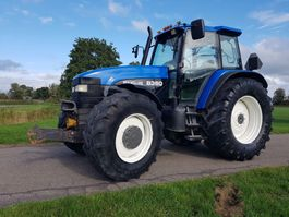 trattore agricolo New Holland 8360
