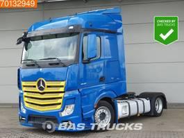 mega-volume tractorhead Mercedes-Benz Actros 1843 LS 4X2 Mega Retarder 2X Tanks StreamSpace 2015