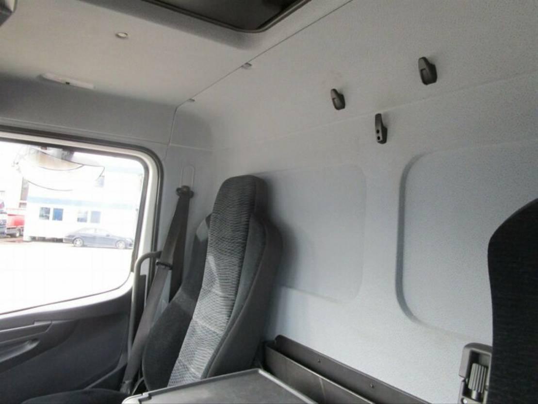 closed box truck > 7.5 t Mercedes-Benz ATEGO IV 1524 L Koffer 7,25 m LBW DAUTEL 1,5 T 2015