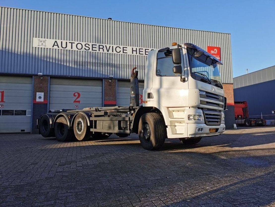 container truck DAF CF 85 410PK 8X2 VDL HAAKARM 25TON 2010