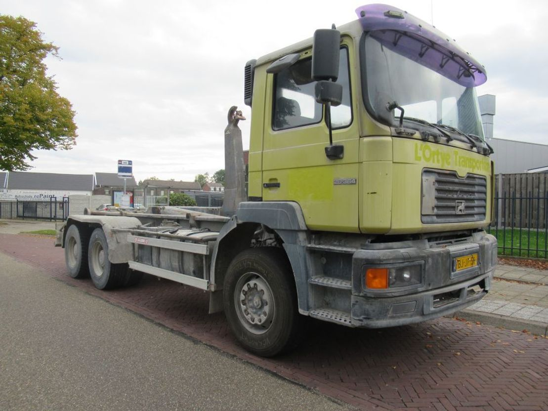 container truck MAN 28.364 6x4 Hooklift F2000 2000