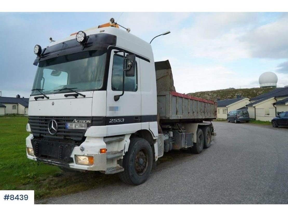 container truck Mercedes-Benz Actros 2553 hook truck with snow equipment 1998
