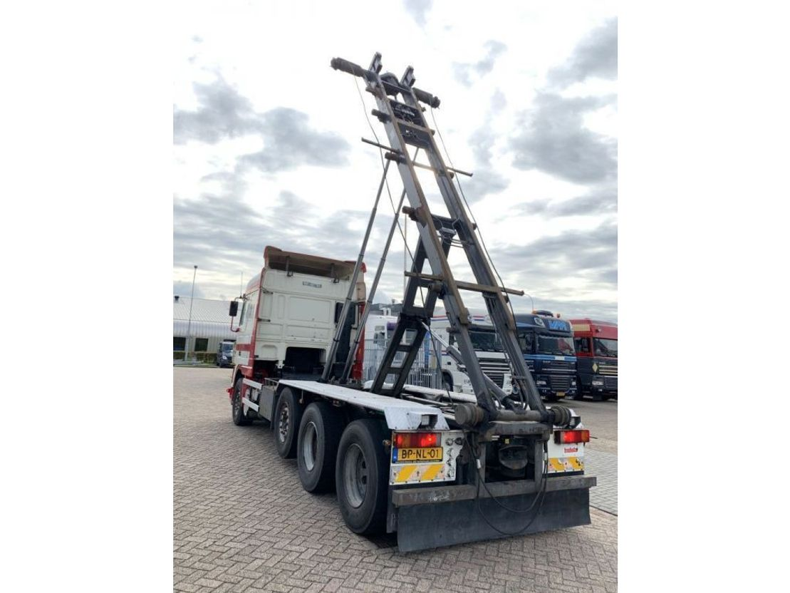 container truck DAF XF 95 430 8x2/4 Manual Gearbox NCH Containersystem 2004