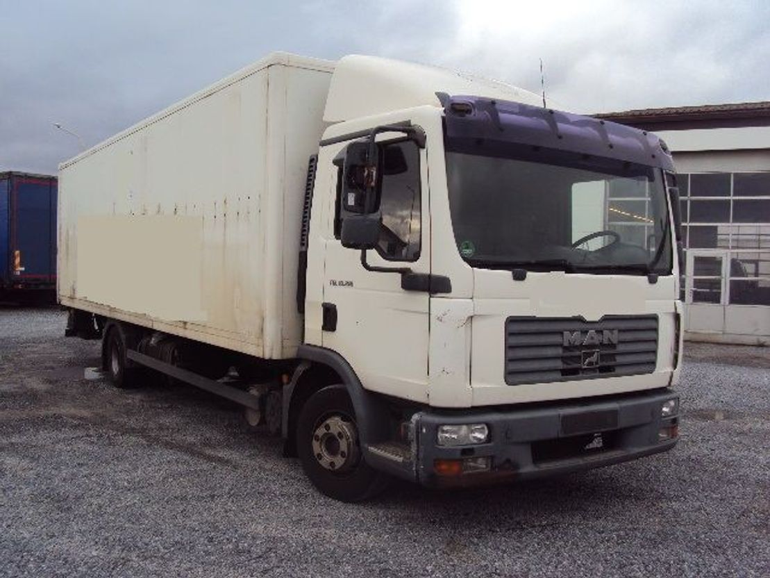 closed box truck > 7.5 t MAN TGL 10.210 BL Koffer 7,8m Lbw 2006
