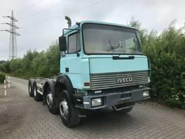 Fahrgestell LKW Iveco 320-34 AHB, Schaltgetriebe, Blatt / Blatt, 8x4 1993