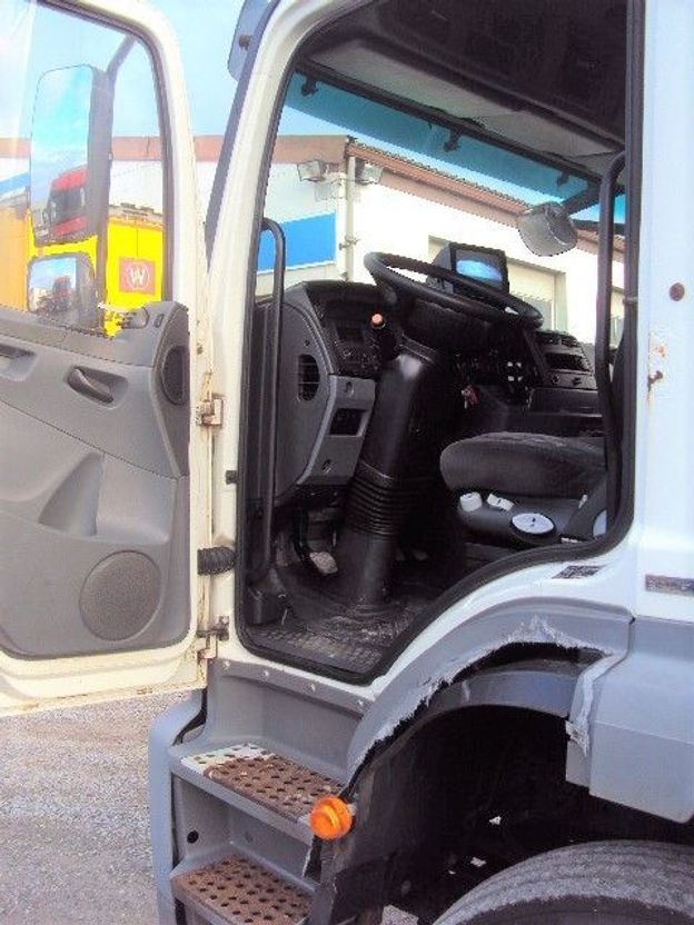 closed box truck > 7.5 t Mercedes-Benz Axor 1833 L Koffer 7,8 m Hebe Schalter Klima 2008