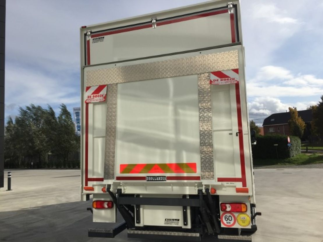 closed box truck > 7.5 t DAF CF 320 FA - Day Cab - AS-Tronic - DAF Connect