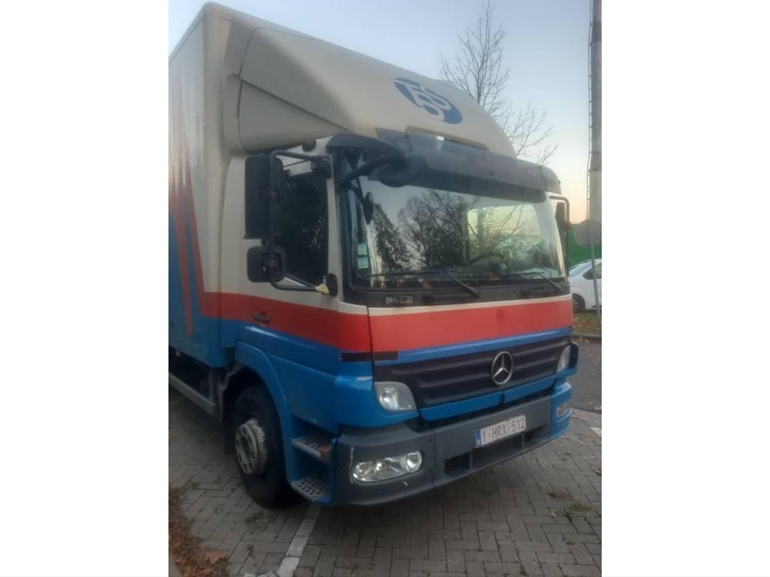 closed box truck > 7.5 t Mercedes-Benz 1522