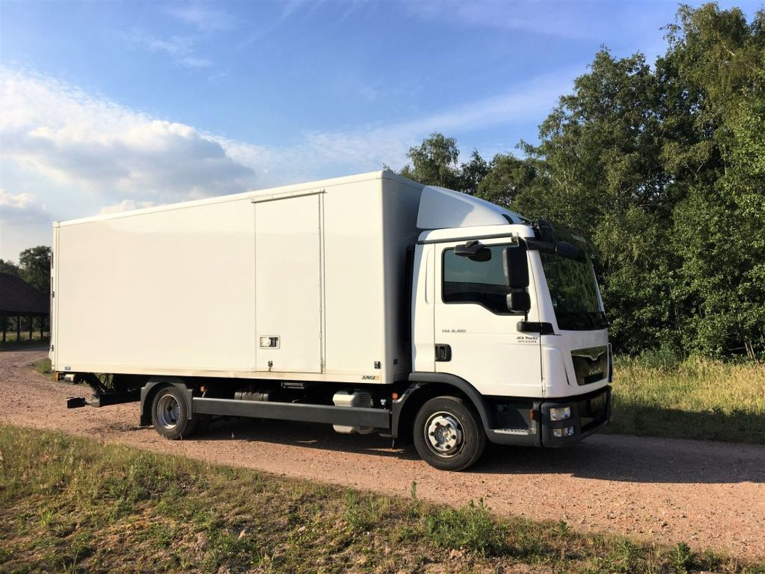 closed box truck > 7.5 t MAN TGL 8.180 €26.750  EURO 6!! 2014