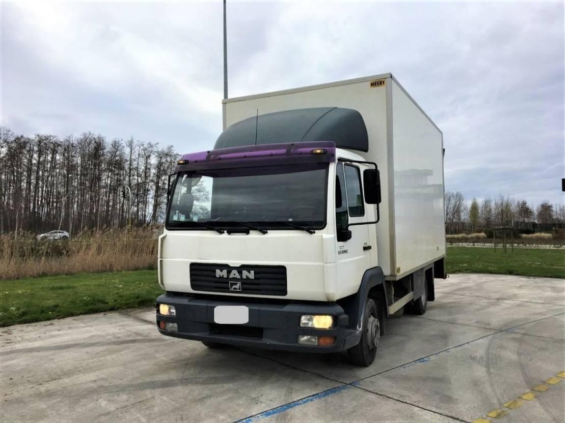 closed box truck > 7.5 t MAN le220c   bj 2002  €3500 2002