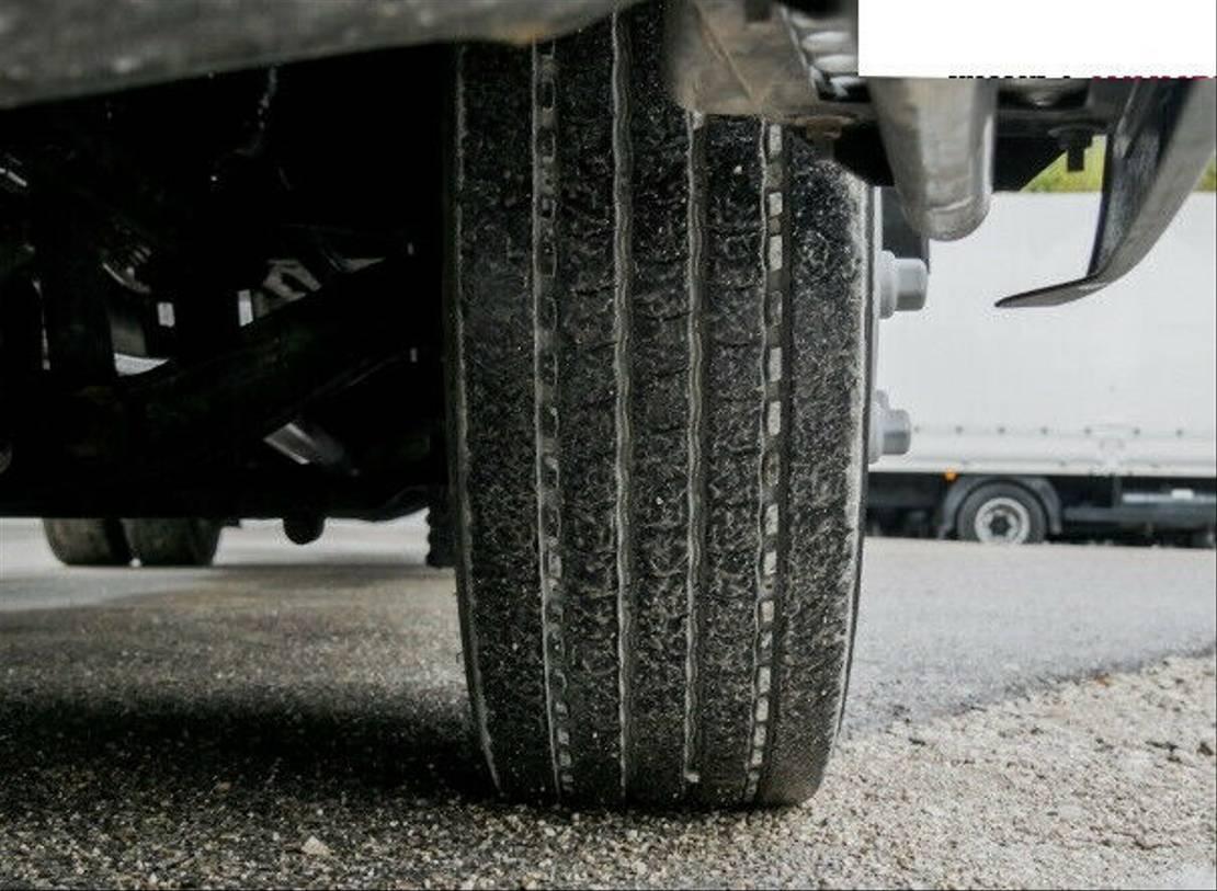 closed box truck > 7.5 t MAN TGL 12.220 4x2 BL Koffer langes Haus AHK LBW