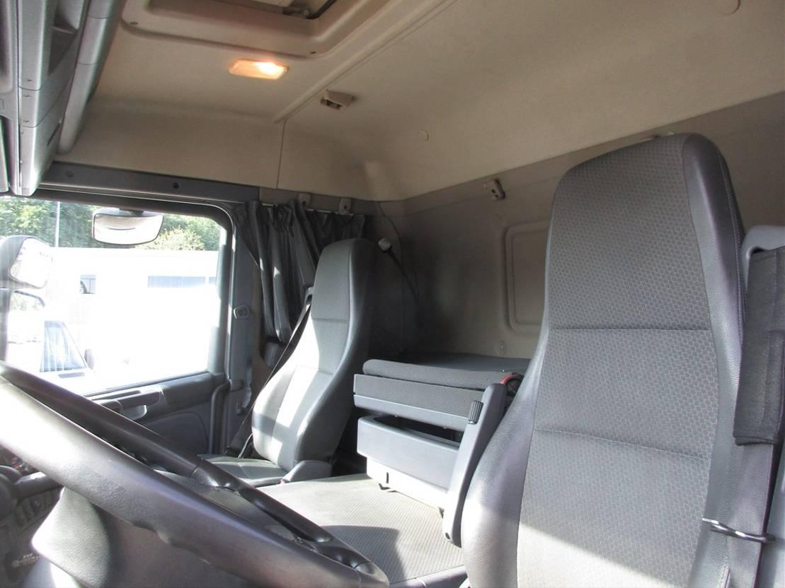 closed box truck > 7.5 t Scania P250 4x2 Gesloten bak met klep Euro 6 2014