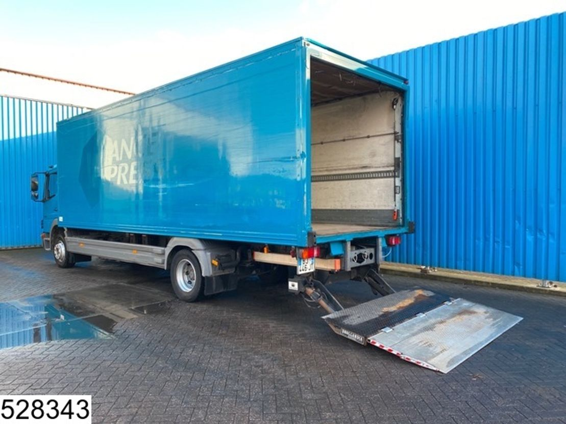 closed box truck > 7.5 t Mercedes-Benz Atego 1218 EURO 5, Manual, Steel suspension 2011