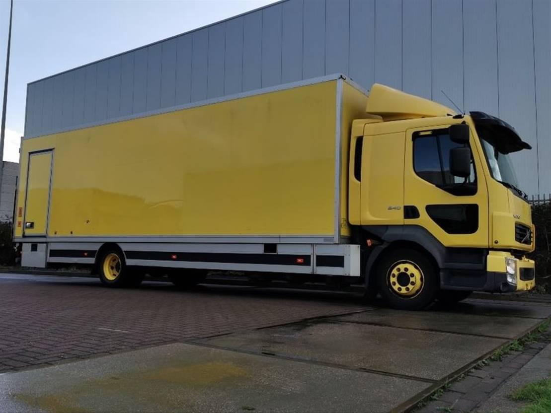 closed box truck > 7.5 t Volvo FL 240.14 e5 189 tkm lift 2012