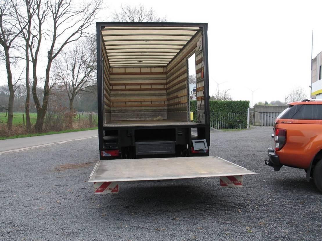 closed box truck > 7.5 t MAN TGL 12.210 2005