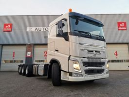 chassis cab truck Volvo FH 8X4 LIFT AND STEERAXLE 420PK 2016 240000KM DYNAMIC STEERING 2016