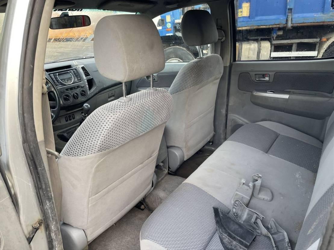 pickup passenger car Toyota HILUX D-4D 4X4 AIRCO DOUBLE CAB Diesel Engine 2008