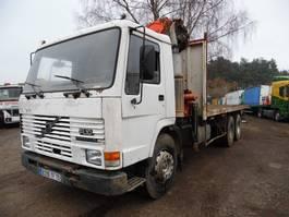 tipper truck > 7.5 t Volvo FL 10 6x4 met Palfinger kraan 1989