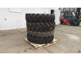 Räder- mit Reifensatz LKW-Teil Kleber 13.6 R36