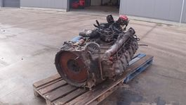 Engine truck part Renault G 300 Manager (6 CULASSE / POMPE MANUELLE) 1994