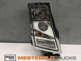 Chassis part truck part Volvo Koplamp rechts FH16 2006