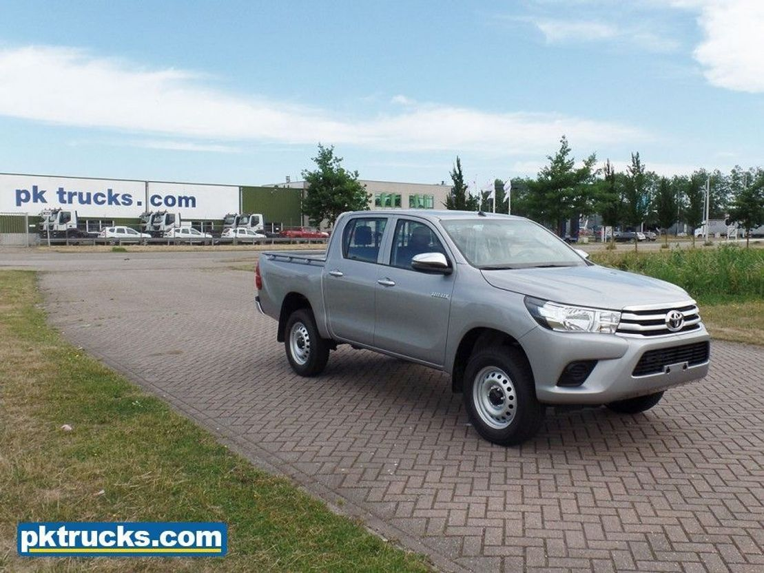 pickup passenger car Toyota Hilux 2.4 DC DLX PWR - NEW 2018